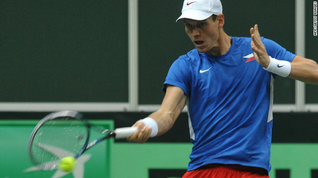 Tomas Berdych powered the Czech Republic level in the Davis Cup Final with a five set victory over Nicolas Almagro.