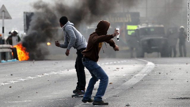 Palestinian youth clash with Israeli soldiers during protests at the Hawara checkpoin on Saturday.