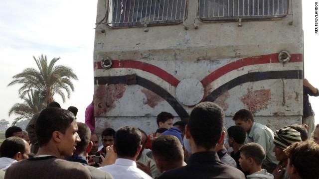 Al menos 47 niños mueren por el choque de un autobús en Egipto