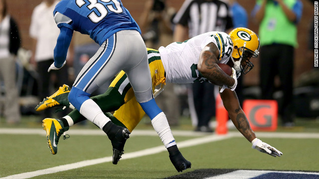 Jermichael Finley of the Packers crosses the goal line against Ricardo Silva of the Lions on Sunday.