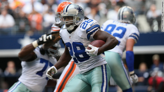 Felix Jones of the Cowboys runs the ball against the Browns on Sunday.