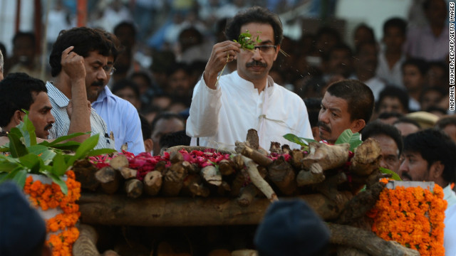 Uddhav Tahckeray (C) performs the last rites of his father, Bal Thackeray during the funeral ceremony in Mumbai on Sunday.