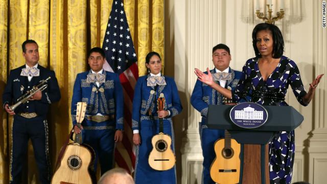 Michelle Obama premia en EE.UU. un programa para preservar el mariachi