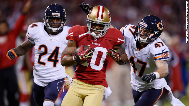 Kelvin Hayden, left, and Chris Conte of the Chicago Bears chase Kyle Williams of the San Francisco 49ers after his reception in the first quarter.