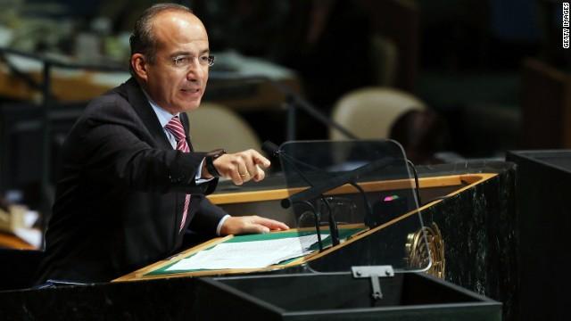 Calderón inaugura memorial para los soldados caídos en la lucha antidrogas