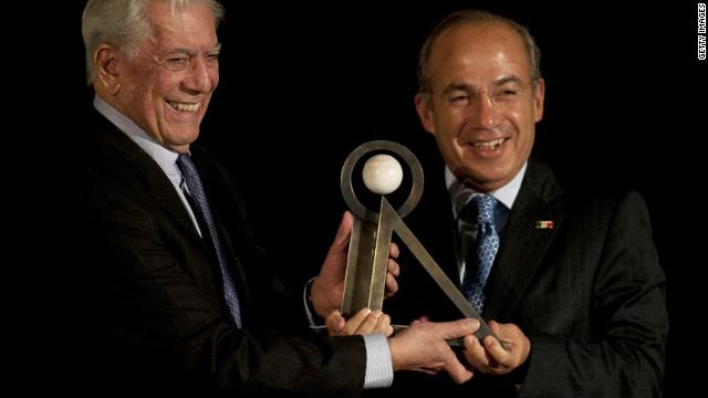 Mario Vargas Llosa recibe el premio Carlos Fuentes