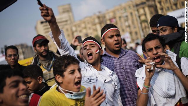 Egipto alista su nueva Constitución en medio de protestas contra Morsi