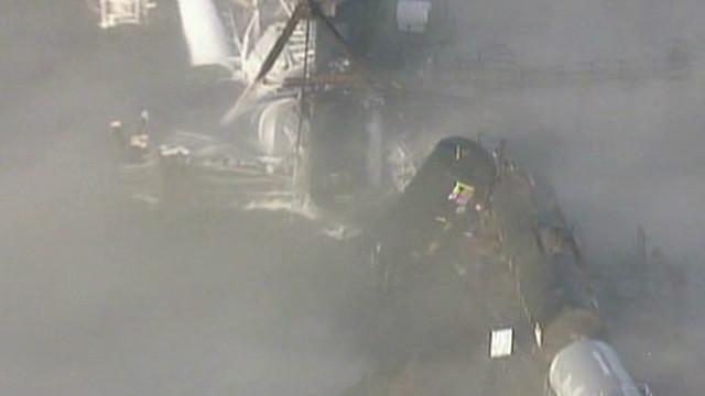 Vagones de ferrocarril con carga tóxica caen desde un puente de Nueva Jersey