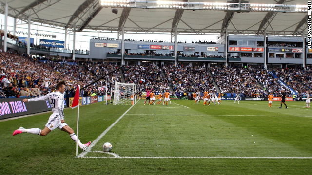 Beckham kicks a corner kick.