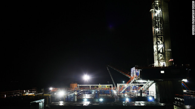  A Cabot Oil and Gas natural gas drill stands at a hydraulic fracturing site on January 17, 2012 in Springville, Pennsylvania.