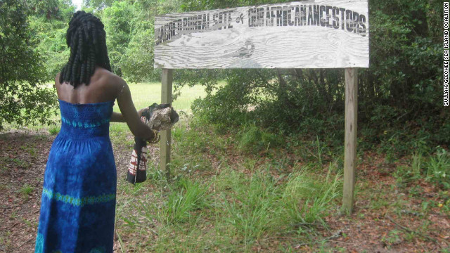 Queen Quet honors the Gullah/Geechee ancestors at the community's sacred burial ground.