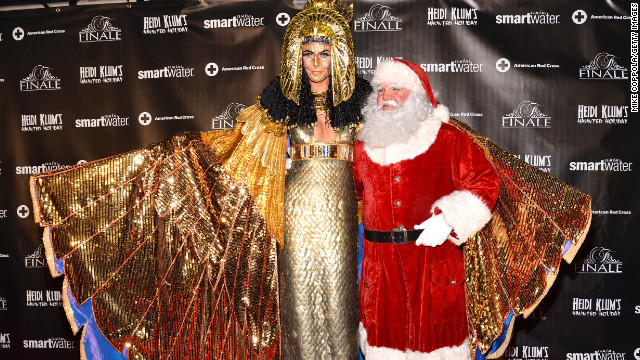 Heidi Klum dazzles as Cleopatra at holiday party