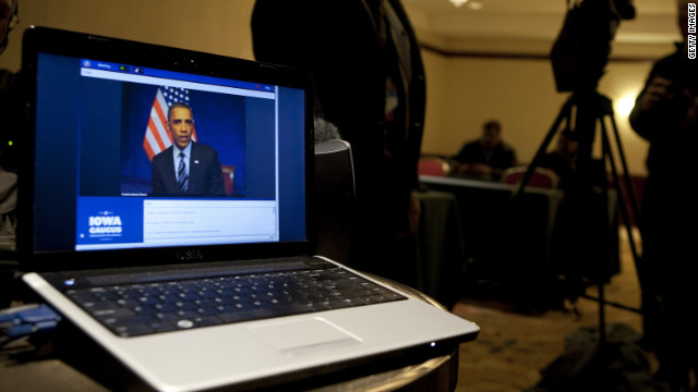 Obama takes fiscal cliff talk to Twitter