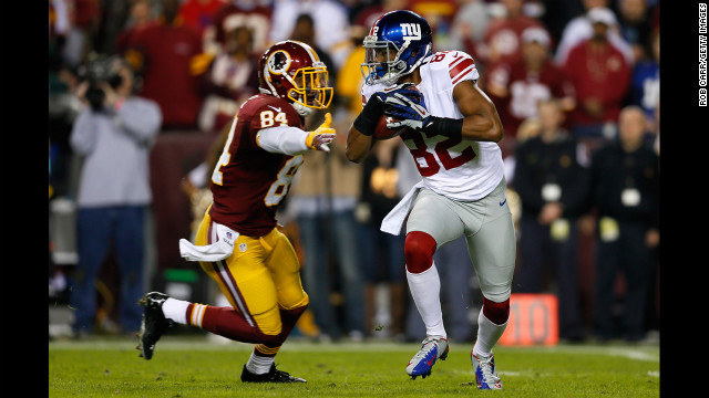 Kick returner Rueben Randle of the New York Giants runs by Niles Paul of the Washington Redskins to start the game on Monday.