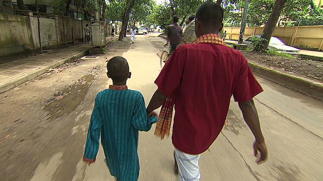 Niño sobrevive milagrosamente ataque de una mafia que recluta infantes para pedir limosna