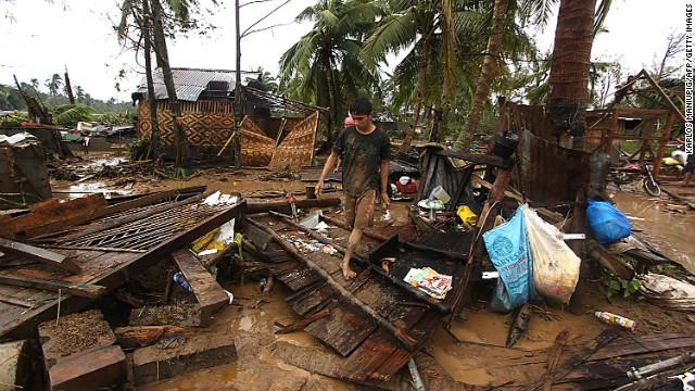 El tifón Bopha deja una estela de muerte y destrucción a su paso por Filipinas