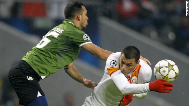 Burak Yılmaz struck his sixth goal of the Group Stage to inspire Galatasaray to a 2-1 triumph at Braga. The win takes the Turkish side into the last-16 at the expense of Romanian side Cluj. Mossoro had given Braga a first-half lead, but goals from Yilmaz and substitute Aydın Yılmaz sealed the victory.