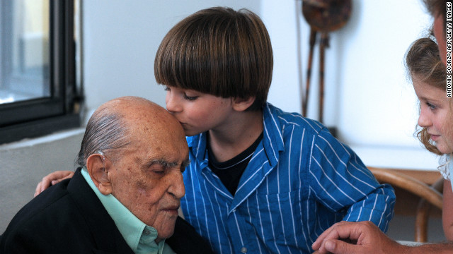 Niemeyer is kissed by great-great grandson Ivan during his 104th birthday celebration on December 15, 2011 in Rio de Janeiro.