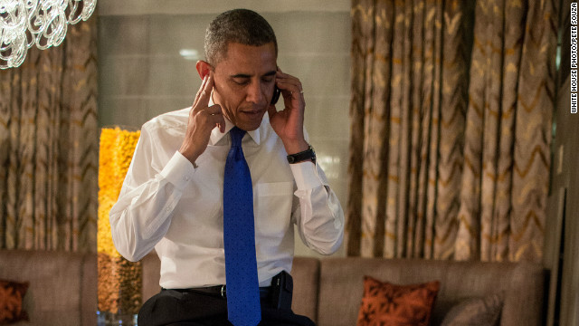 New photo shows Obama taking Romney's concession call