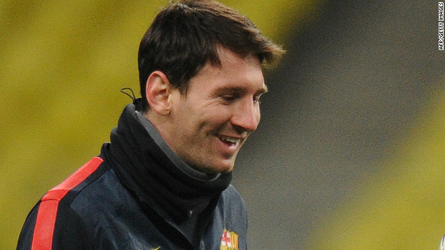 Barcelona forward Lionel Messi returned to training on Saturday following an injury which threatened to wreck his record bid.