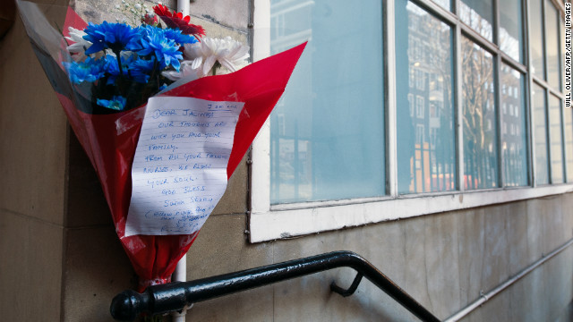 Flowers are left outside the nurses accommodation near the King Edward VII hospital in central London on December 8, 2012.