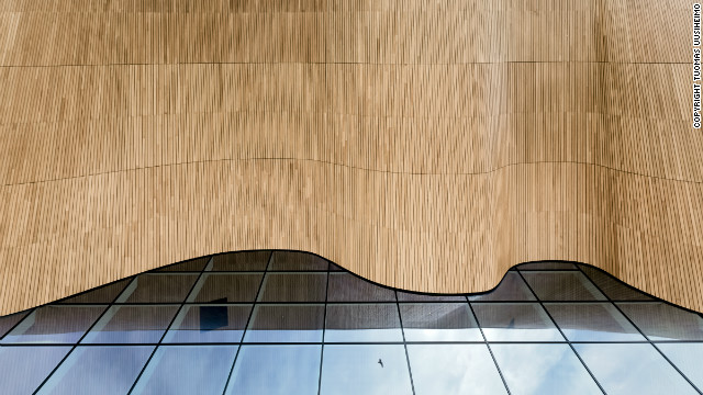 The elegant curve of the Kilden Theatre ceiling is a real showpiece of craftsmanship in wood, made out of local oak planks. All images © <a href='http://www.uusheimo.com' target='_blank'>Tuomas Uusheimo</a>
