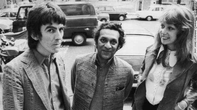 Shankar poses with Beatle George Harrison, left, and Harrison's wife, model Patti Boyd, in August 1972.