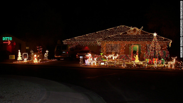 Woman's brilliant response to neighbor's elaborate Christmas display: 'Ditto'