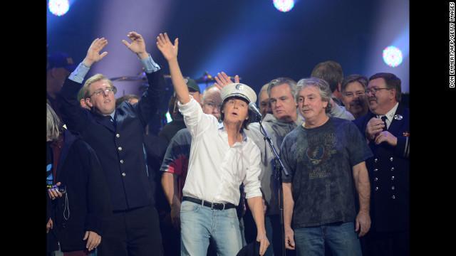 """El concierto """"12-12-12"""" generá más de 30 millones de dólares en ganancias iniciales"""