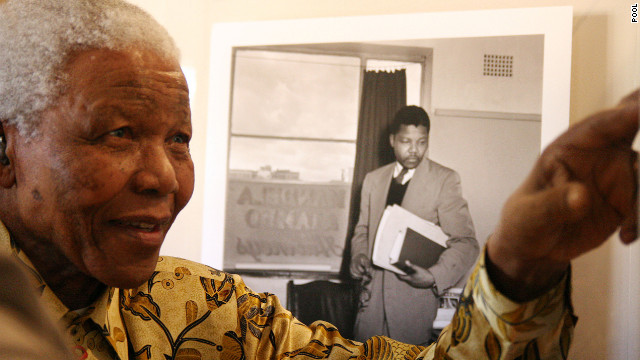 Mandela shows something to a group of international journalists visiting the Nelson Mandela Foundation in Johannesburg, May 2004.