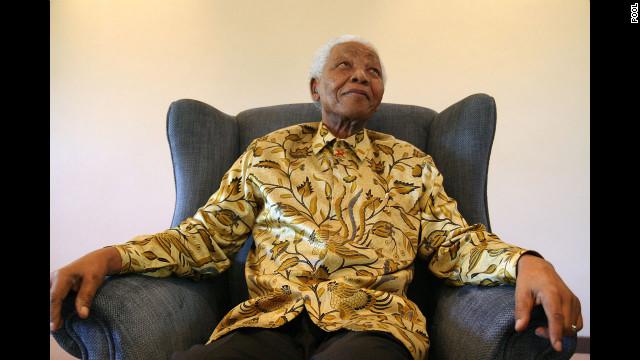 Mejora la condición médica de Nelson Mandela, dice su nieto