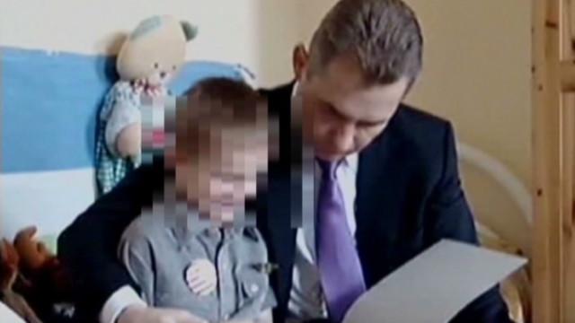 Rusia prohíbe a los estadounidenses adoptar niños