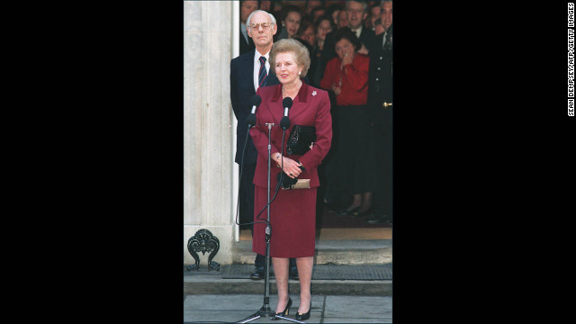 Thatcher, flanked by her husband Denis, addresses the press for the last time at 10 Downing Street before her resignation as prime minister in November 1990 after an internal leadership struggle among Conservatives.&lt;!-- --&gt;