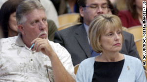 Ron Grantski and Sharon Rocha, stepfather and mother of Laci Peterson, listen during Scott Peterson\'s 2004 murder trial.