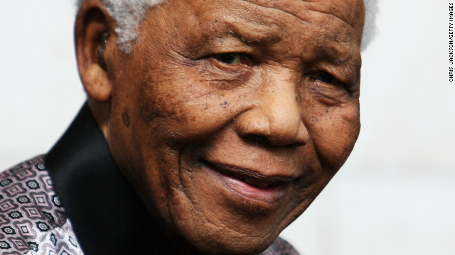 Mandela juega con sus nietos y está mejor