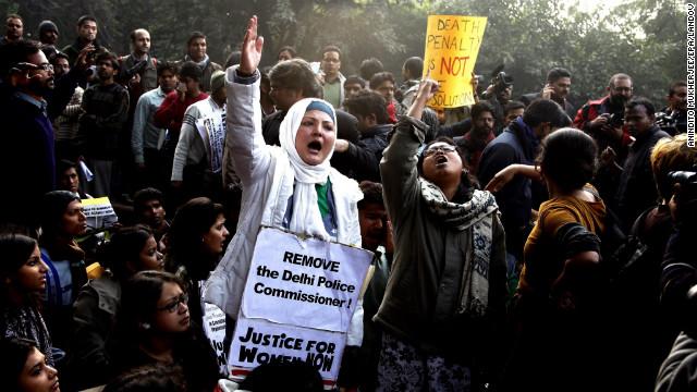 Presentan cargos formales contra violadores de una joven en un autobús en India