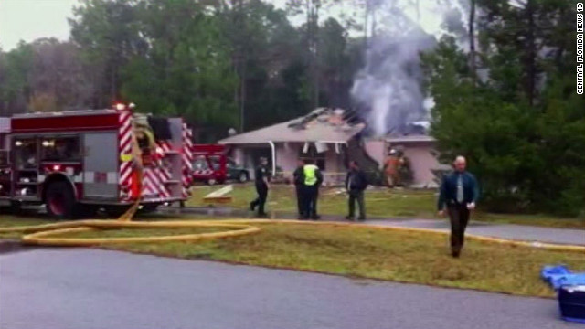 Small plane crashes into Florida house