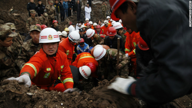 Chinese rescue workers search for buried residents in a disaster-hit area in Gaopo village, southwest China's Yunnan province on January 11, 2013.