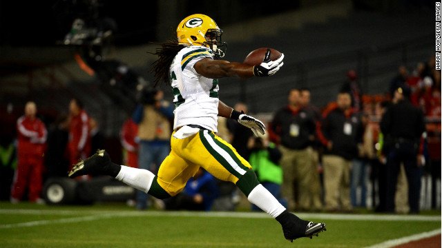 Running back DuJuan Harris of the Packers scores a touchdown against the 49ers in the second quarter on Saturday.
