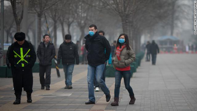 Habitantes de Pekín se ahogan en medio de una contaminación que alcanzó niveles récord