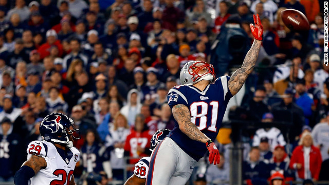 Aaron Hernandez of the Patriots fails to make a catch in the end zone against the Texans on Sunday.