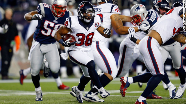 Danieal Manning of the Houston Texans runs the ball against the New England Patriots on Sunday.