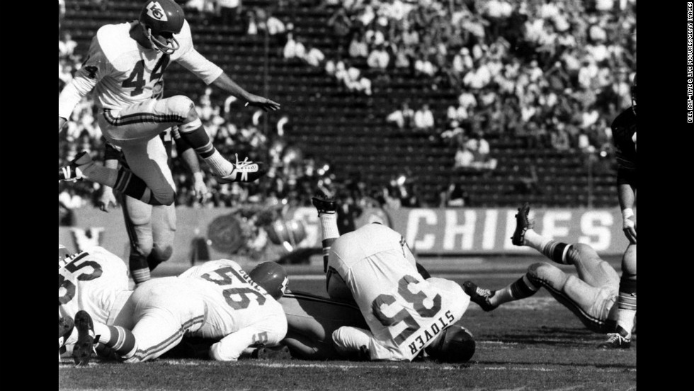 The Kansas City Chiefs take on the Packers in Super Bowl I, Los Angeles, 1967. Green Bay won the game 35-10.<a href='http://life.time.com/culture/super-bowl-rare-photos-from-the-first-championship-game-in-1967' target='_blank'> See the complete gallery on LIFE.com.</a>
