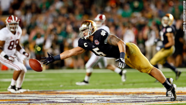 Te'o attempts to make a play on the ball against the Alabama Crimson Tide during the 2013 Discover BCS National Championship game on January 7 in Miami Gardens, Florida.