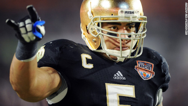 Te'o raises his hand during the third quarter of the Fighting Irish's BCS National Championship game against Alabama on January 7.