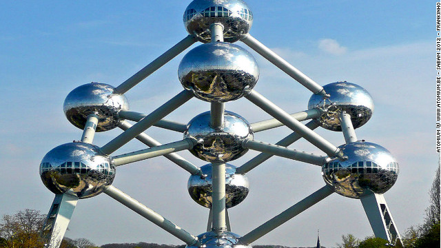 As one of the only remaining symbols of the 1958 Brussels World Fair, this extraordinary structure, conceptualized by late engineer André Waterkeyn, represents an iron crystal magnified 165 billion times. It features nine spheres interconnected by 20 tubes. While three spheres contain either permanent or temporary exhibitions from around the world, it's the highest, at 92 meters (300 feet), that offers a spectacular panoramic view of the city. <!-- --> </br><!-- --> </br> Capturing visitors' imaginations with its progressive vision of the future, <a href='http://www.atomium.be/' target='_blank'>Atomium</a> receives an average of 600,000 visitors each year.<!-- --> </br> (Image: Courtesy Atomium © www.atomium.be - SABAM 2012 - Frankinho)