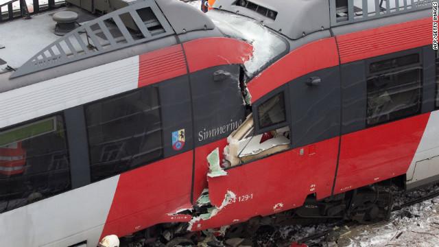 Al menos 25 personas resultan heridas en un choque de trenes en Austria
