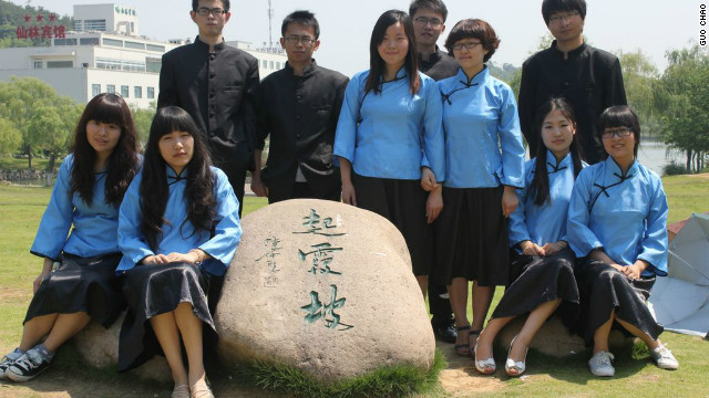 University students in Nanjing take their graduation photos wearing costumes typical of the city's Republican era.