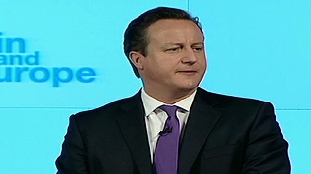 Dimite el ministro de inmigración de Reino Unido por contratar a un indocumentado