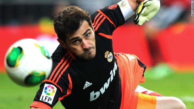 Iker Casillas sufre una fractura en la mano izquierda